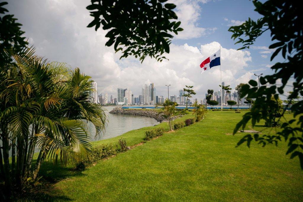 Blick von der Cinta Costera auf die Hochhäuser von Panama Stadt