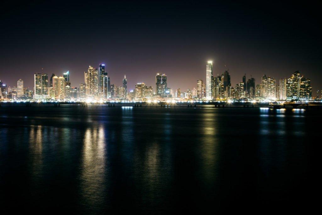 Panama City Skyline bei Nacht