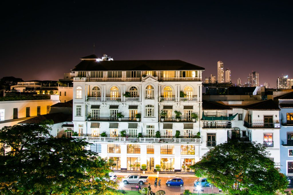 American Trade Hotel in Panama City bei Nacht