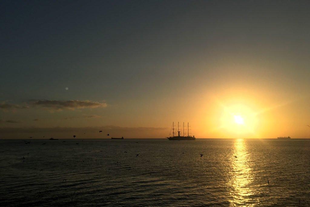 Sonnenaufgang an der Einfahrt zum Panamakanal