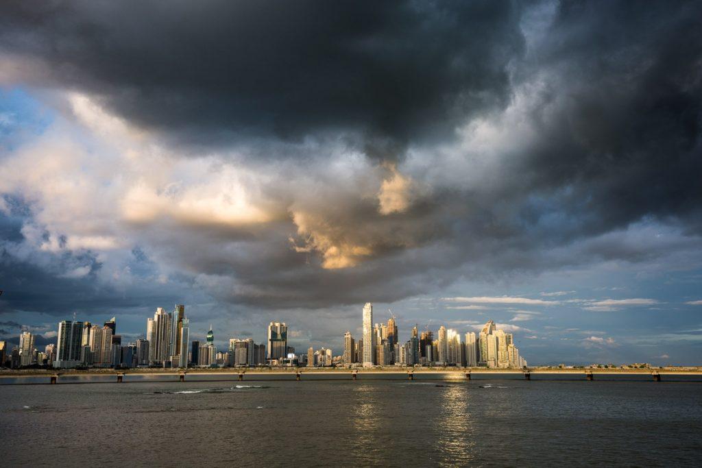 Blick auf die Skyline von Panama Stadt vom Casco Viejo